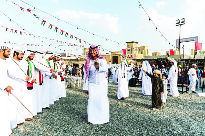 الصورة : Ⅶ  رقصات تراثية متنوعة أمتعت زوار القرية التراثية     البيان