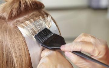 الصورة: الصورة: تحذير للنساء.. صبغة الشعر تسبب مرض خطير