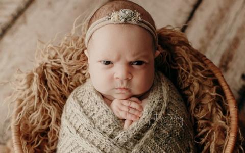 """الصورة: الصورة: الرضيعة لونا ذات """"المزاج العكر"""""""