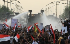 الصورة: الصورة: ارتفاع ضحايا الهجوم على المتظاهرين في بغداد إلى 23 قتيلاً
