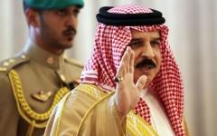 الصورة: الصورة: ملك البحرين مشيداً بالمنتخب: شرفتم الوطن واستحققتم التتويج بجدارة