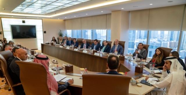 مكتوم بن محمد: صوت القطاع الخاص مسموع في دبي - البيان