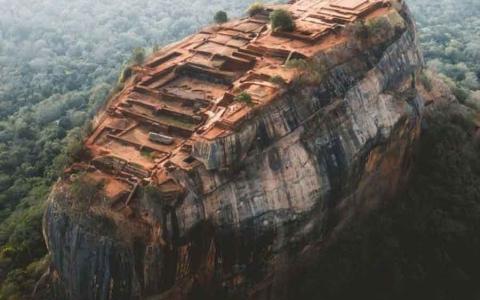 """الصورة: الصورة: """"صخرة الأسد"""".. عاصمة الملك السريلانكي كاسابا"""