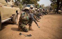 الصورة: الصورة: مقتل 70 جندياً في هجوم على معسكر لجيش النيجر