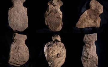 الصورة: الصورة: (فيديو) عمرها 4 آلاف عام.. اكتشاف أحجار غامضة تشبه البشر