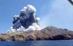 الصورة: الصورة: ارتفاع قتلى ثوران بركان نيوزيلندا إلى ثمانية