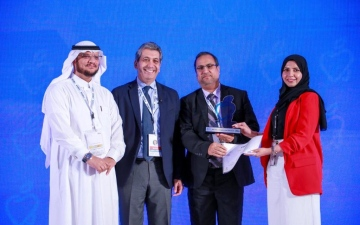 الصورة: الصورة: جامعة عجمان تحصل على جائزة أفضل بحث علمي في طب الأسنان
