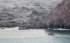 الصورة: الصورة: ثوران بركان في نيوزيلندا يقتل 17 شخصاً