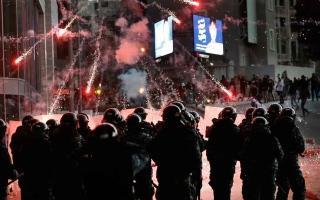 الصورة: الصورة: إصابات واعتقالات في عمليات كرّ وفرّ بين المحتجين والشرطة في بيروت
