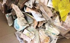 الصورة: الصورة: شركة خردة بريطانية تعثر على ثروة داخل خزنة قديمة