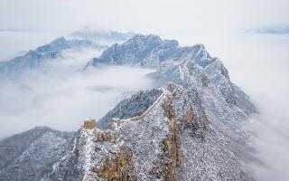 الصورة: الصورة: الثلوج تحوّل سور الصين العظيم إلى تنين