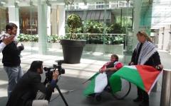 الصورة: الصورة: ناشطات أستراليات يتحدين الإعاقة ويدعمن فلسطين
