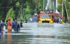 الصورة: الصورة: ارتفاع قتلى السيول في جاكرتا إلى 26 شخصاً وإجلاء الآلاف