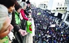 الصورة: الصورة: إعلان التشكيل في الجزائر والشارع يرد بالتظاهر