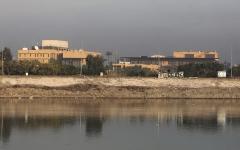 الصورة: الصورة: سقوط صاروخ بمحيط السفارة الأمريكية في بغداد
