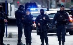 الصورة: الصورة: الشرطة الفرنسية تطلق النار على رجل يشهر سكيناً ويكبّر