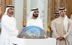 الصورة: الصورة: محمد بن راشد ومحمد بن زايد يعتمدان الهوية الإعلامية المرئية لدولة الإمارات