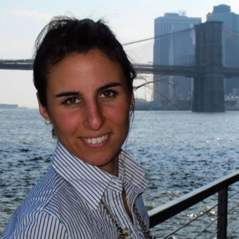 الصورة : دلفينا لوبيز فريخيدو  - رئيسة قسم التمويل المستدام بقسم الشؤون المالية في بنك الأمية في الأرجنتين.