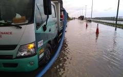الصورة: الصورة: 20 فريق عمل لمراقبة الطرق في الإمارات خلال الأمطار