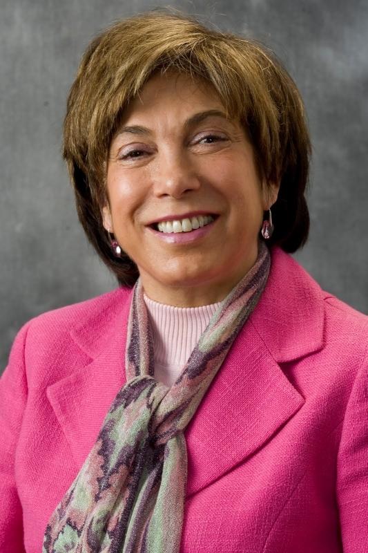 الصورة : لورا تايسون  - الرئيسة السابقة لمجلس المستشارين الاقتصاديين لرئيس الولايات المتحدة، وأستاذة في كلية هاس لإدارة الأعمال في جامعة كاليفورنيا في بيركلي.