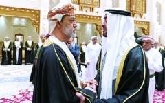 الصورة: الصورة: محمد بن زايد وهيثم بن طارق يؤكدان قوة العلاقات الاستراتيجية بين البلدين