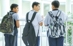 الصورة: الصورة: «التربية» تخفض وزن الحقيبة المدرسية 30%
