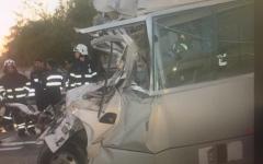 الصورة: الصورة: شاهد .. وفاة 6 أشخاص وإصابة 19 آخرين في حادث مروري بأبوظبي