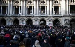 """الصورة: الصورة: بالفيديو.. مصادمات جديدة خلال مظاهرة لـ """"السترات الصفرات """" في باريس"""