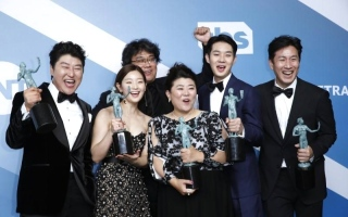 الصورة: الصورة: فيلم كوري جنوبي يفوز بجائزة نقابة ممثلي الشاشة