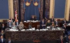 الصورة: الصورة: مجلس الشيوخ الأمريكي يبدأ محاكمة ترامب