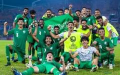 الصورة: الصورة: الأخضر السعودي.. يصعد إلى الأولمبياد