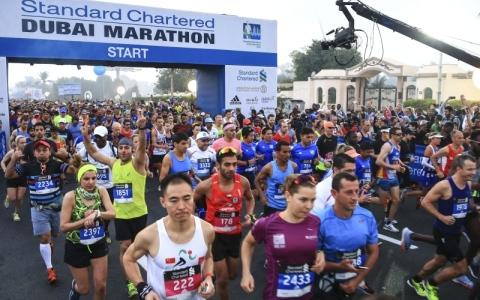 الصورة: الصورة: «النخبة» في انطلاقة ماراثون ستاندرد تشارترد دبي اليوم