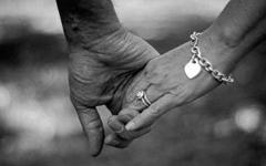 الصورة: الصورة: عاشا معاً 65 عاماً ..  وتوفيا في يوم واحد