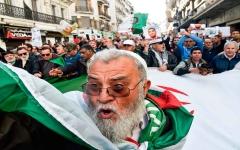 """الصورة: الصورة: """"بالفيديو.. حراك"""" الجزائر يدخل أسبوعه الـ 49 بمطالب جديدة"""