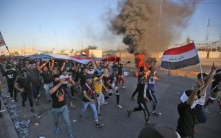 الصورة: الصورة: قوات الأمن العراقية تطلق النار على المحتجين