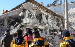 الصورة: الصورة: هزة أرضية جديدة في تركيا وارتفاع عدد قتلى زلزال الجمعة إلى 31