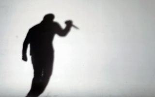 الصورة: الصورة: جريمة مروعة.. مدرس يذبح زوجته أمام أطفالها