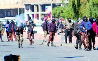 """الصورة: الصورة: """"الرصاص"""" يفشل في وقف زخم تظاهرات العراق"""
