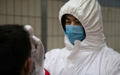 """الصورة: الصورة: أول حالة وفاة بـ """"كورونا"""" في بكين"""
