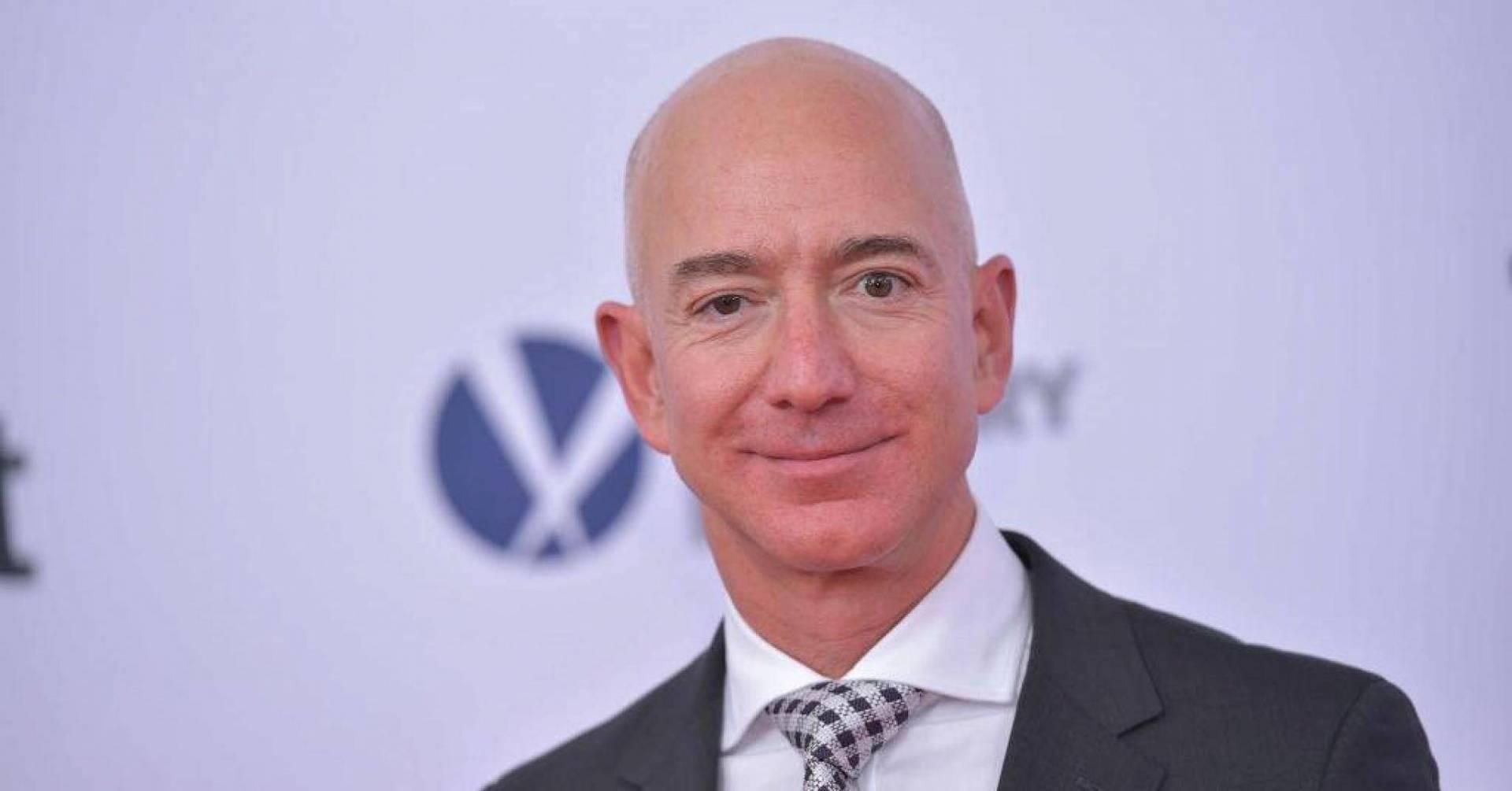 جيف بيزوس يربح 13 مليار دولار في 15 دقيقة - الاقتصادي - العالم ...
