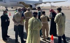 الصورة: الصورة: وصول طائرة خاصة تقل طلبة سعوديين تم إجلاؤهم من مدينة ووهان