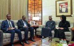 الصورة: الصورة: محمد بن راشد يستقبل الرئيس السنغالي والوفد المرافق