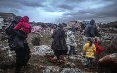 الصورة: الصورة: البرد والمرض يهددان نصف مليون سوري فروا من إدلب