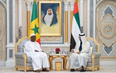 الصورة: الصورة: محمد بن زايد ورئيس السنغال يبحثان العلاقات الثنائية والقضايا الإقليمية