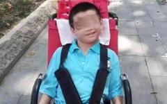 الصورة: الصورة: مات جوعاً بعد إصابة والده بكورونا