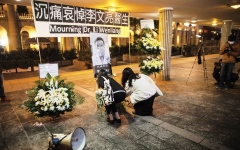 الصورة: الصورة: وفاة مكتشف كورونا تشعل الغضب في الصين