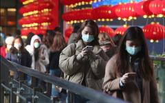 الصورة: الصورة: الصينيون يبدأون العودة تدريجياً للعمل رغم استمرار تفشي كورونا