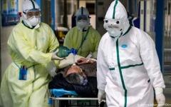 الصورة: الصورة: أول مصاب ألماني بفيروس كورونا يغادر المستشفى بعد تعافيه تماماً