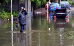 الصورة: الصورة: مقتل شخص واضطراب حركة النقل بسبب فيضانات خطيرة في بريطانيا