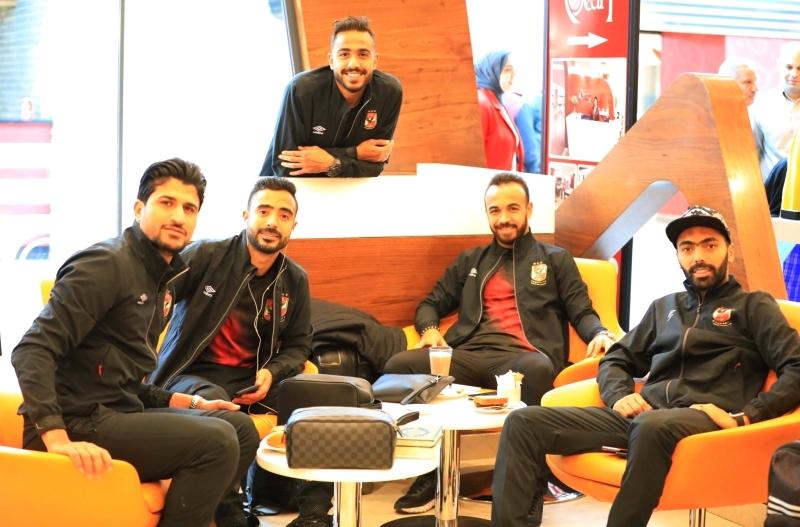 الصورة : حسين الشحات وأفشة وكهرباء ومحمود وحيد وعلي لطفي لاعبو الأهلي   البيان